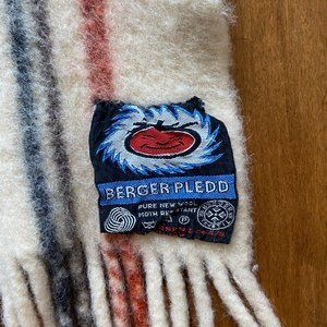 Berger Pledd Fringed Wool throw blanket